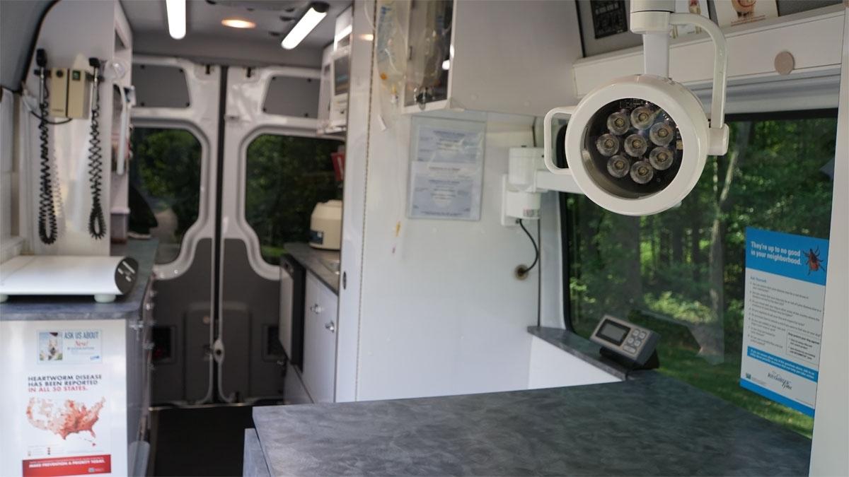 Mobile_Clinic_Interior_1